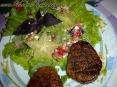 Медальоны с салатиком из руколы :)