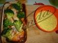 Красная рыбка с брокколи и пикантным соусом:)