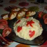Курочка в медовой шапке с кари + картофельное пюре с сердечками.